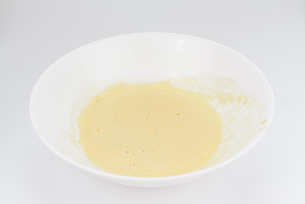 Der Eierschaum wird zusammengemischt für den Egg Coffee